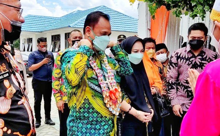 Wakil Gubernur Sulawesi Tengah Drs. Mamun Amir, didampingi Ibu Wakil Ketua TP. PKK Provinsi, Bupati Bangkep Rais B Adam, Membuka Sidang VIII Sinode AM Gereja-Gereja Suluttenggo di Bangkep Kamis, 7 Oktober 2021.